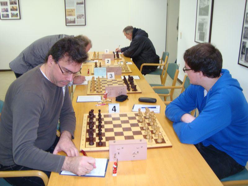 """Die Kunst eines Schachspielers erschöpft sich nicht darin, den richtigen Plan zu entwerfen, vielmehr kommt es darauf an, diesen Plan mit genauen Zügen durchzuführen, wobei es manchmal nur einen einzigen richtigen gibt.""""."""